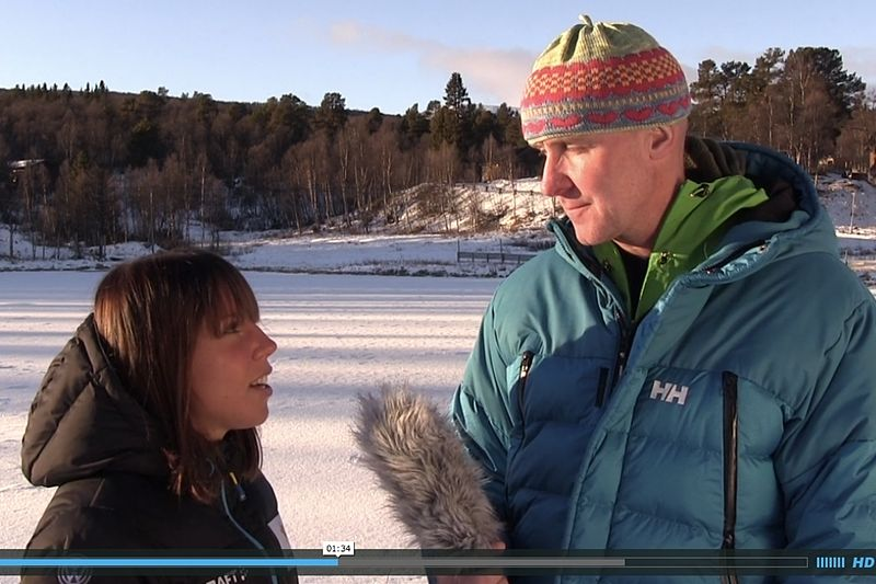 Charlotte Kalla intervjuas av Peder Persson inför helgens tävlingsr i Bruksvallarna. FOTO: Video Jocke Lagercrantz.