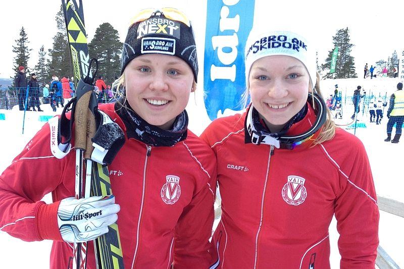 Julia Svan och Moa Olsson glada segrare i Idre. FOTO: Marie Svan.