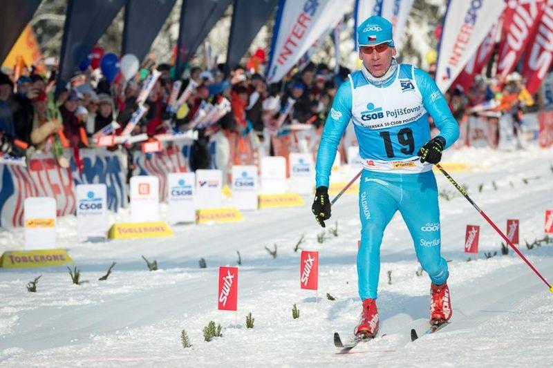 Lukas Bauer kommer till Årefjällsloppet. Här går han i mål som tvåa i förra årets Jizerska. FOTO: Årefjällsloppet.