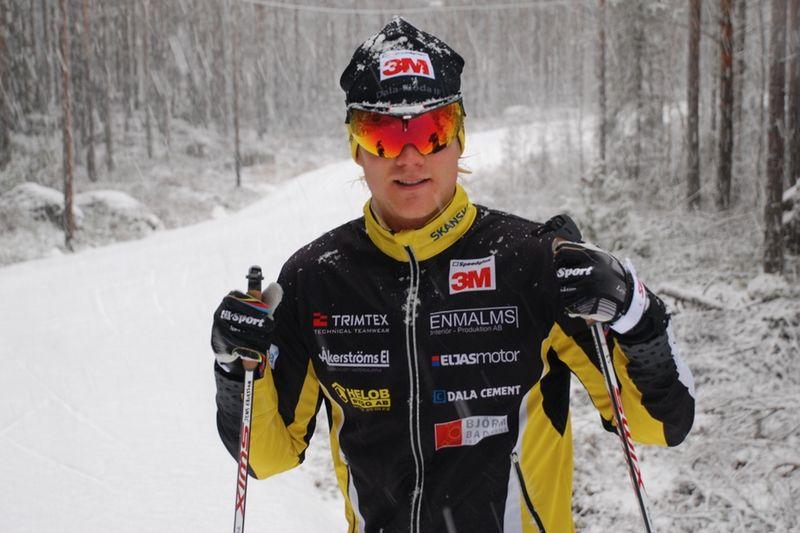 Jens Eriksson är en av många starka åkare till start i helgens cuptävlingar i Östersund. Jens har tränat på konstsnön vid Snöå skidstadion, Dala Järna de senaste dagarna. FOTO: Hans Runeson.