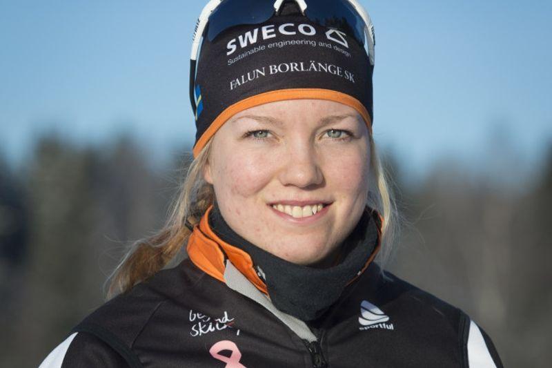 Moa Larsson blev fin sexa på Universiadens masstartslopp.