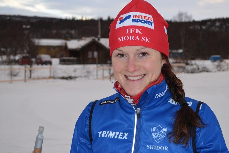 Helene Söderlund, IFK Mora SK vann damklassen vid Kalhyttepremiären klart före Sollefteås Marika Sundin. FOTO: Johan Trygg.