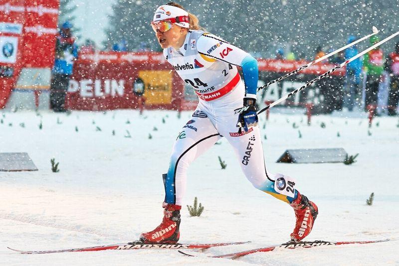 Hanna Eriksson korsar mållinjen som segrare efter suverän åkning. FOTO: Felgenhauer/NordicFocus.