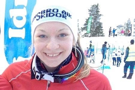 Moa Olsson, Vansbro, vann dagens JSM-skiathlon precis före Emma Ribom, Kalix.
