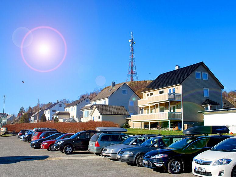 Husabø og Varberg i sol