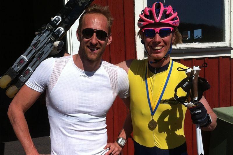 Mattias Claesson slog Erik Wickström med nån centimeter i Landsjön Runt som bjöd på sommarväder.