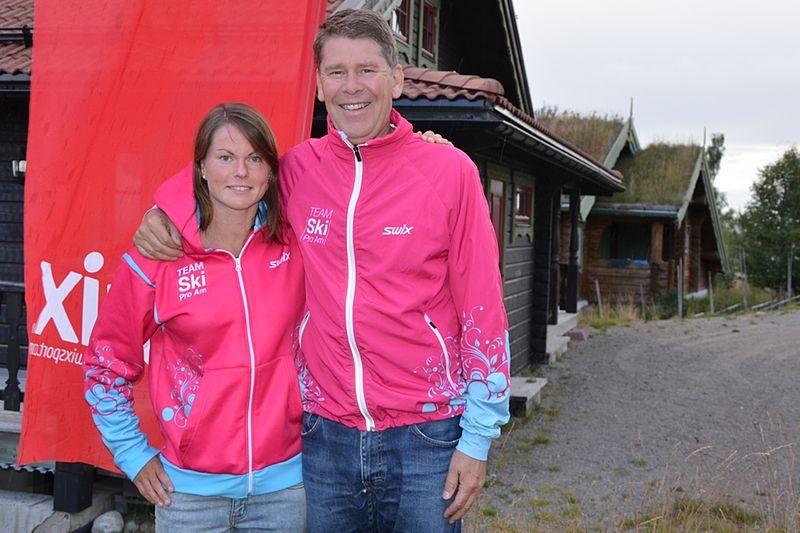 Emma Eriksson förstärker Team SkiProAm. Här är Emma med teamchefen Ole Jörgen Wold. FOTO: SkiProAm.