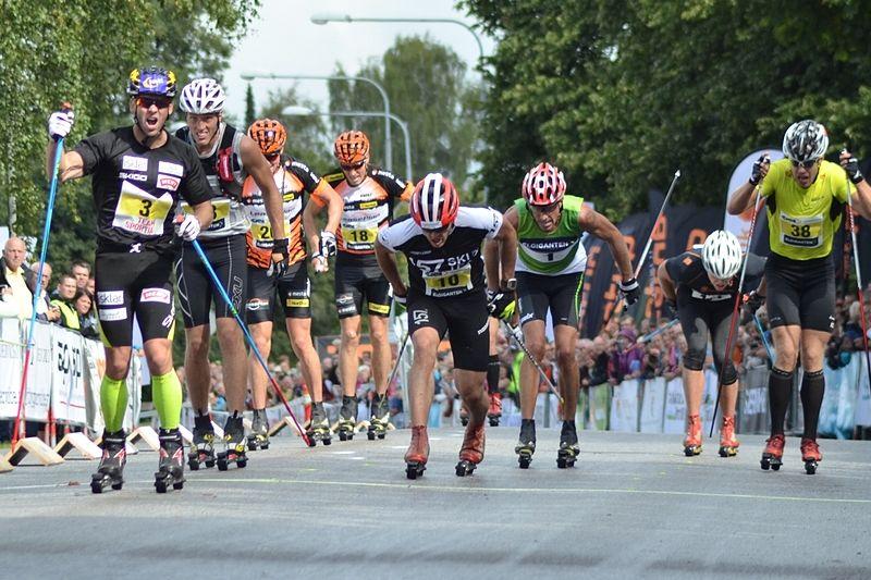 2014 vann Johan Kjölstad Alliansloppet före Markus Ottosson och Calle Halfvarsson. Kjölstad och Halfvarsson är med i år igen. Hälopererade Ottosson står på sidan och hejar. FOTO: Johan Trygg/Längd.se.