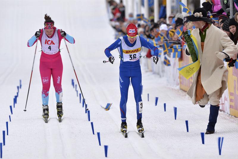 Swix blir ny stavleverantör till Vasaloppet. Här är det Sofia Bleckur som vinner TjejVasan före Britta Johansson Norgren. Båda med Swix-stavar. FOTO: Swix.