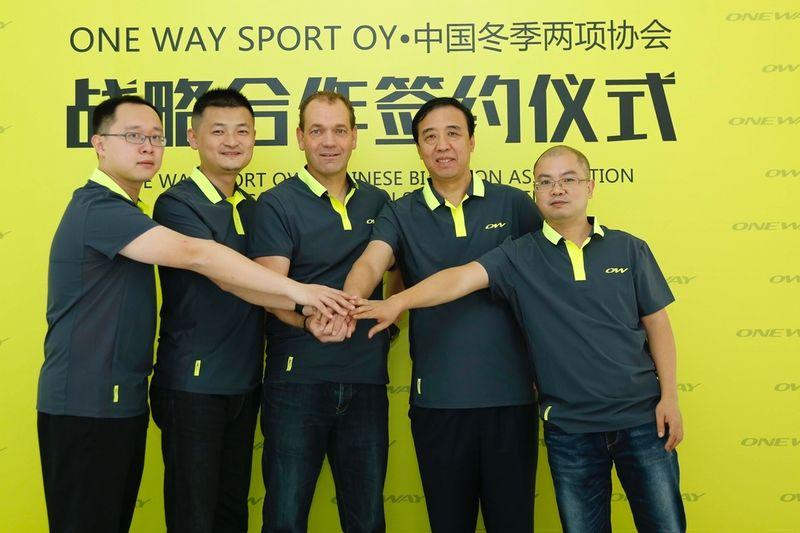 ONE WAY och det kinesiska skidförbundet  startar ett långsiktigt samarbete. FOTO: ONE WAY.