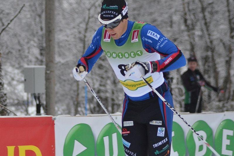 Anton Lindblad tog en övertygande seger vid dagens 10 kilometer fritt på Idre Fjäll. På bilden är Anton vid säsongspremiären i Bruksvallarna. FOTO: Johan Trygg/Längd.se