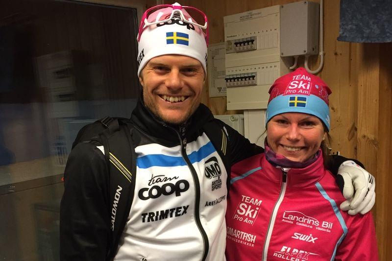 Paret Jimmie Johnsson, Team Coop och Axa SC och Emma Eriksson Team SkiProAm och Falun-Borlänge SK var snabbast i Idre på måndagskvällen. FOTO: SkiProAm.