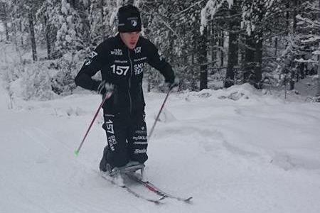 Markus Ottosson kämpar på med bland annat sitski-träning som rehab från sin avslitna hälsena. FOTO: Lager 157 Ski Team.
