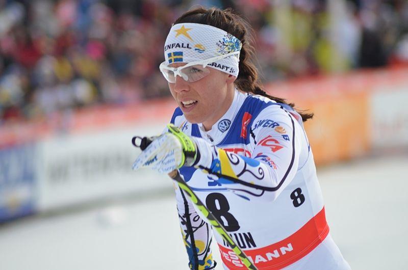 Här är Charlotte Kalla nere för räkning utanför pallen. Men hon bet ihop och tog hem bronset. Hennes fjärde medalj i Falun. FOTO: Linus Trygg/Längd.se.