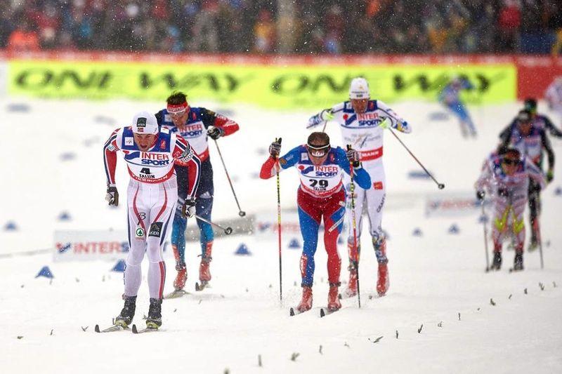 Petter Northug var som vanligt omutlig på spurten när han svepte förbi mellan Lukas Bauer och Maxim Vylegshanin. FOTO: NordicFocus.