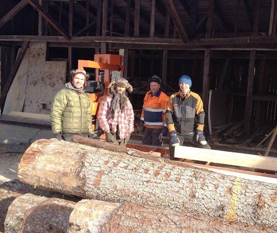Før oppstart - tømmer og arbeidsfolk