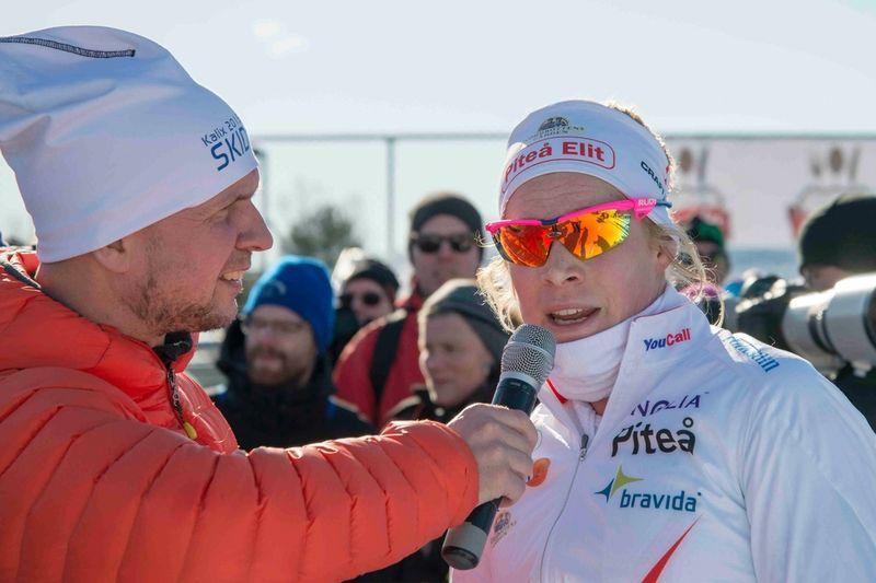 Jennie Öberg kunde glädja sig åt guld hemma i Kalix tillsammans med Charlotte Kalla. FOTO: Jeremias Kinnunen.