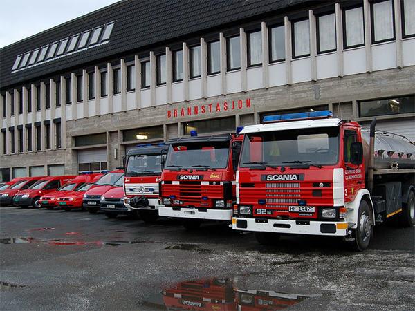 Brannbiler utenfor Eigersund rådhus