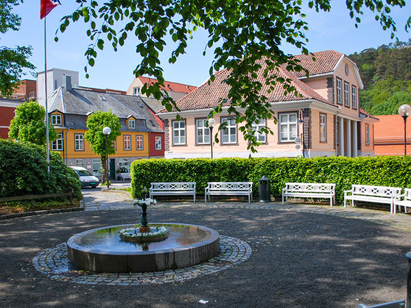 Skrivergården og parken i Strandgata