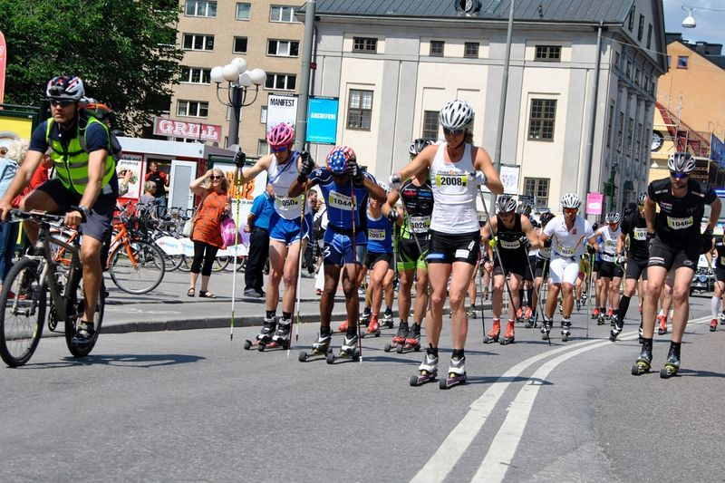 Starten på Stockholm Rollerski 2013 med Sandra Hansson i täten. FOTO: Stockholm Rollerski.