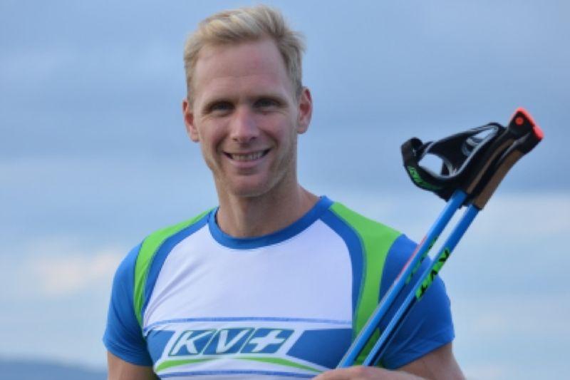 Daniel Richardsson följer Calle Halfvarsson och Emma Wikén och byter till KV+-stavar. FOTO: Grönedals Sport.