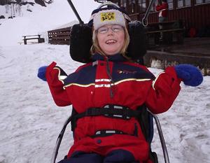 Thea elsker å kjøre slalom
