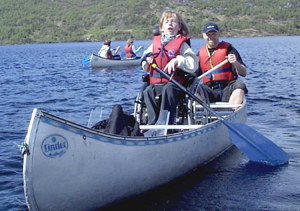 Thea på kanotur