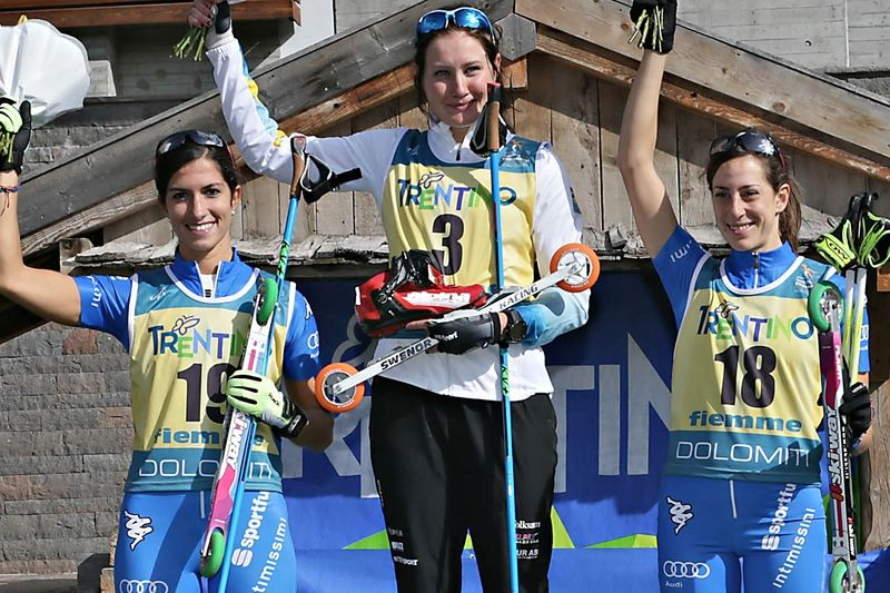 Marika Sundin högst upp på pallen med italienskorna Debertolis och De Martin Topranin som tvåa och trea. FOTO: Newspower Canon.