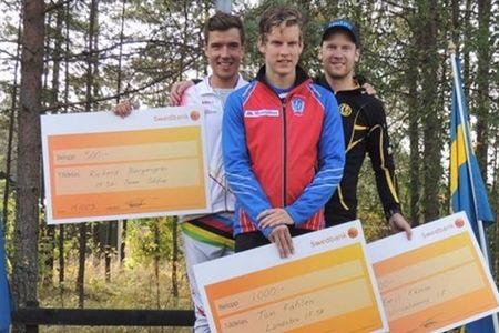 Topptrion i herrklassen på Isaberg Final Climb. Tvåan Rickard Bergengren, ettan Tom Fahlén och trea Emil Ekman. FOTO: Isaberg Final Climb.