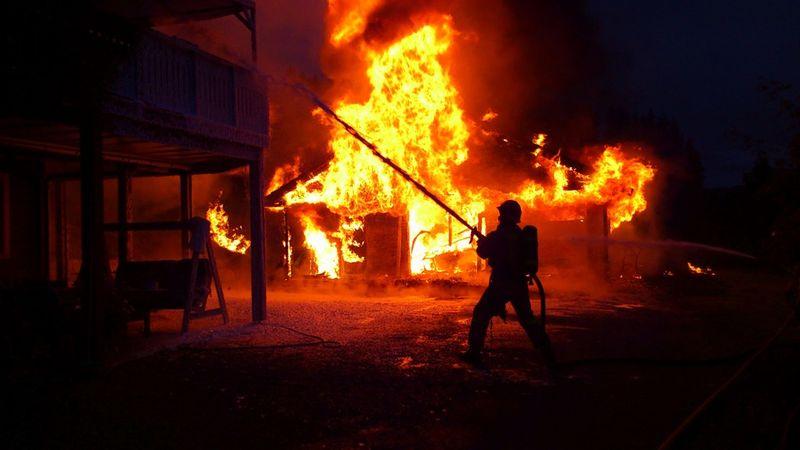 Brann garasje