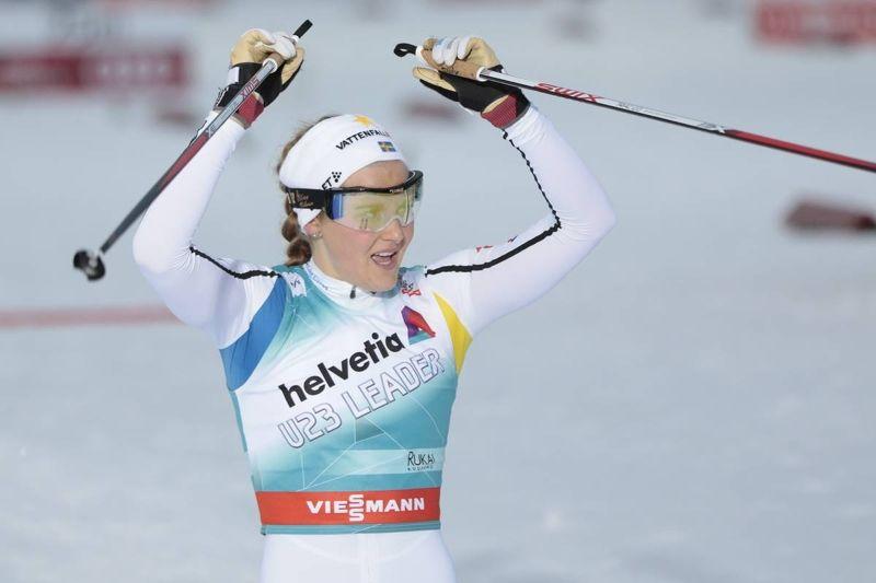 Stina Nilsson leder sprintvärldscupen när världscupcirkusen rullar vidare med Slottssprinten på torsdag. FOTO: Modica/NordicFocus.