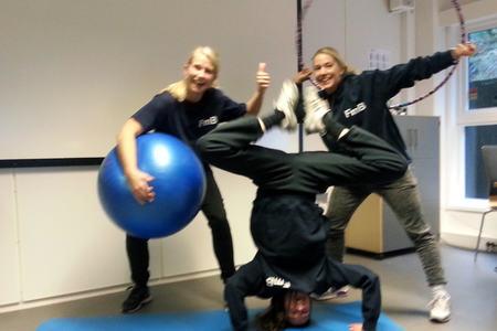 Bilde av jentene som jobber med Fritid med Bistand i Bergen