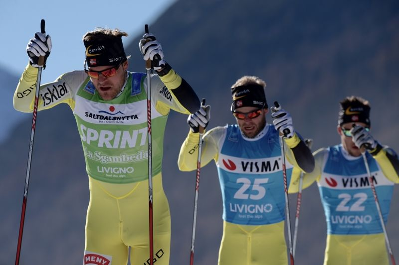 """Öystein """"Pölsa"""" Pettersen, Johan Kjölstad och John Kristian Dahl ångar på mot segern i Ski Classics-prologen i Livigno. FOTO: Visma Ski Classics."""