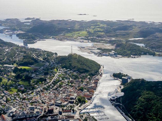 Egersund havn med Varberg