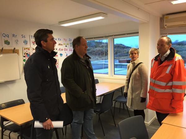 Ordfører og varaordfører var i dag på besøk på Aker Solutions midlertidige akuttmottak for flyktninger.
