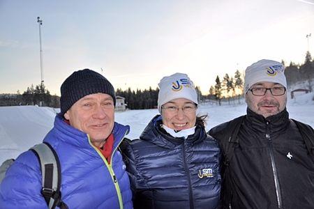 Bosse Lindqvist från SVT-Sporten tillsammans med Jenny Axelsson och Lars-Olov Pajala från Piteå Skidallians. FOTO: Håkan Svensson.
