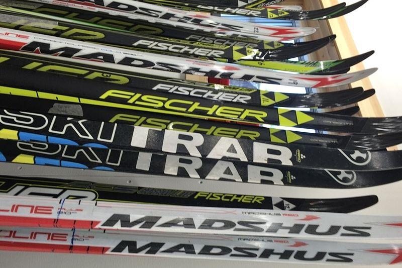 HWK Skiwax lanserar nu Sveriges första skidhotell. På hotellet tas skidorna omhand efter önskemål. FOTO: HWK Skiwax.