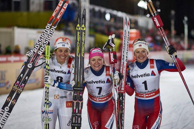 En härlig start med andraplats för Ida Ingemarsdotter på Tour de Ski. Här med ettan Maiken Caspersen Falla och trean Ingvild Flugstad Östberg. FOTO: Modica/NordicFocus.