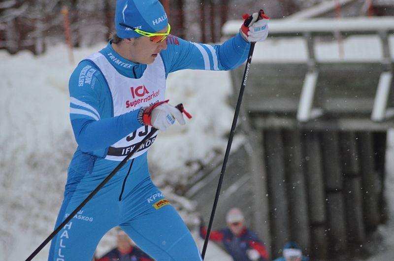 Adam Persson IF Hallby SOK tog segern i H 17-18 under MoraPinglans första dag. FOTO: Johan Trygg/Längd.se.