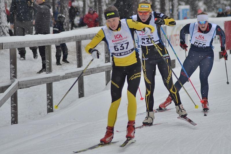 Tove Alexandersson leder världscupen i skidorientering. Häromdagen vässade hon formen med att tävla i längdåkning vid MoraPinglan. FOTO: Johan Trygg/Längd.se.