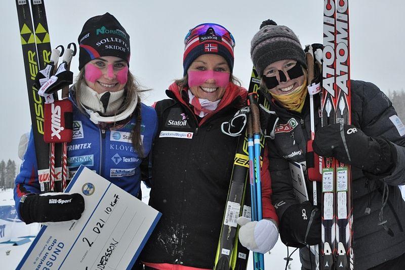Topp tre på 10 kilometer skejt i Östersund. Ebba Andersson, tvåa, Maria Ström Nakstad, etta och Silje Öyre Slind, trea. FOTO: Östersunds SK.
