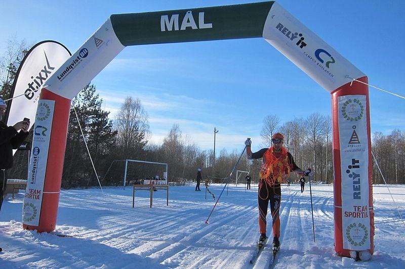 Adam Steen tog segern i Roslagsloppet i fjol. 16 januari är det dags för 2016 års upplaga. FOTO: Roslagsloppet.