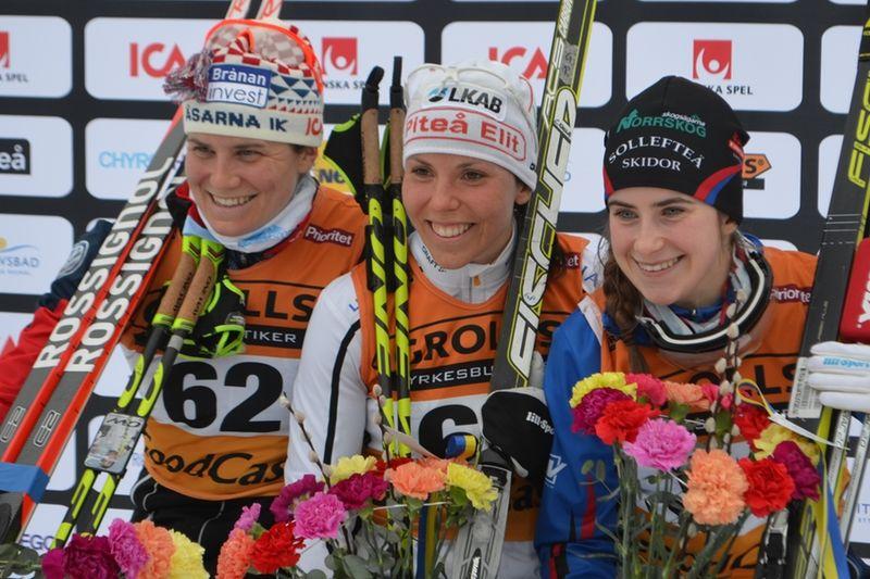 Medaljtrion Ida Ingemarsdotter, Charlotte Kalla och Ebba Andersson. FOTO: Johan Trygg/Längd.se.