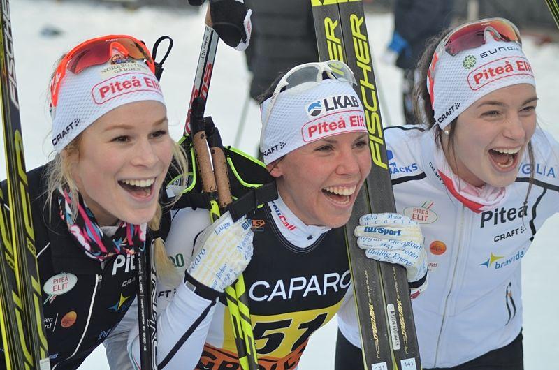 Piteå-jubel från Sofia Henriksson, Charlotte Kalla och Jennie Öberg. FOTO: Johan Trygg/Längd.se.