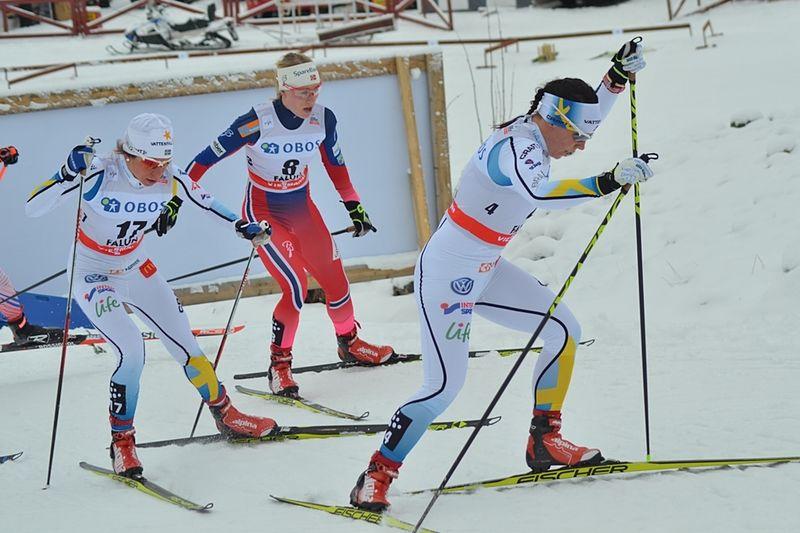Formstarka Maria Rydqvist till vänster åker för-VM i Lahtis men Charlotte Kalla stannar hemma och laddar batterierna för Ski Tour Canada. FOTO: Johan Trygg/Längd.se.