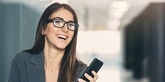 Dame snakker i telefon 640xx320px 300dpi.jpg