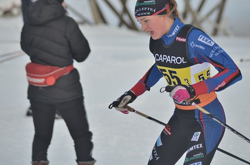 Frida Karlsson, Sollefteå, vann dagens 5 km skejt i D 17-18 på JSM. Tidigare i veckan vann hon också skiathlon-loppet. FOTO: Johan Trygg/Längd.se.