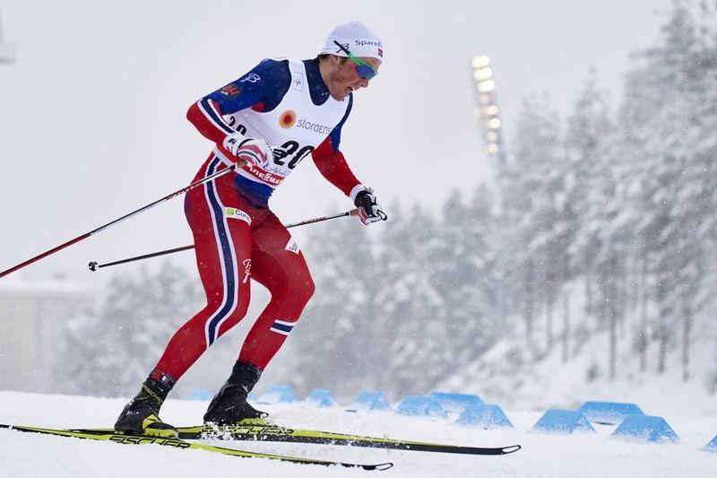 Emil Iversen fick kliva högst upp på pallen vid sprinten i Lahtis. FOTO: NordicFocus.