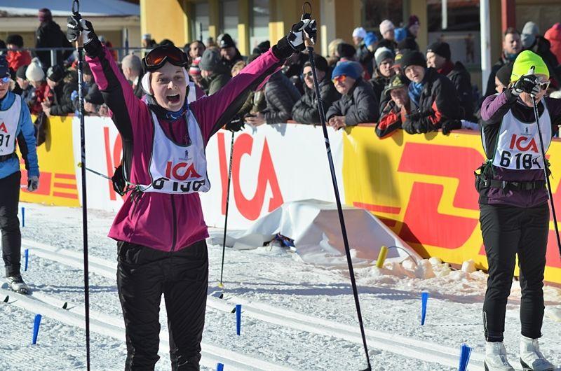 Alla är vinnare på Tjejvasan. Idag bjöds deltagarna på drömförhållanden i spåret mellan Oxberg och Mora. FOTO: Johan Trygg/Längd.se.