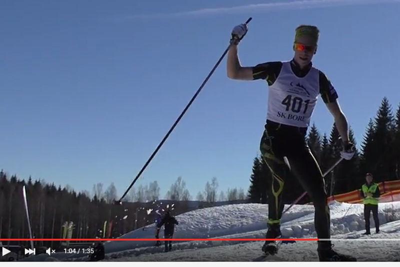 Viktor Thorn på väg mot en förkrossande seger i H 19-20 vid JSM skiathlon. FOTO: Video SK Bore/JSM Torsby.
